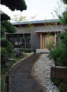 桃李の家の写真 石畳のアプローチ