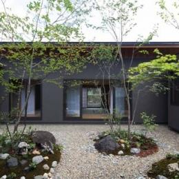 桃李の家 (植栽が楽しめる中庭)