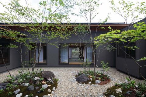 桃李の家の写真 植栽が楽しめる中庭