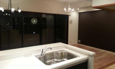 大パノラマの夜景と音楽を堪能できる大人空間 (キッチン)