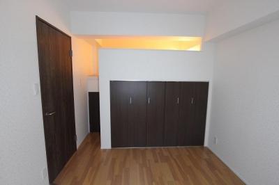 ロフトで生活スペースを確保するマンション (ロフト)