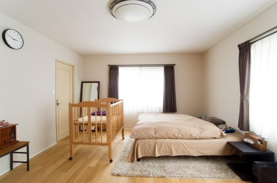 寝室 (家中の導線を再構築した住まい)