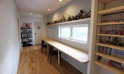 家中の導線を再構築した住まい (造作デスク)