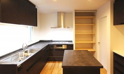 家中の導線を再構築した住まい (キッチン)
