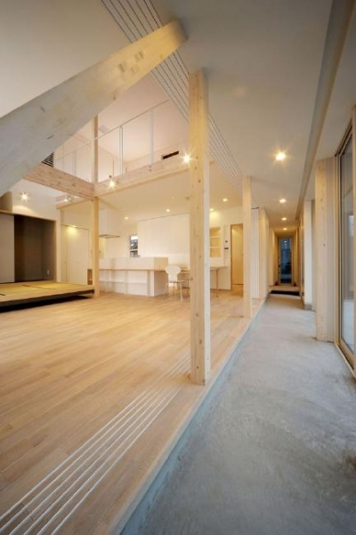 新田の家 (土間と吹き抜けで開放的なLDK)