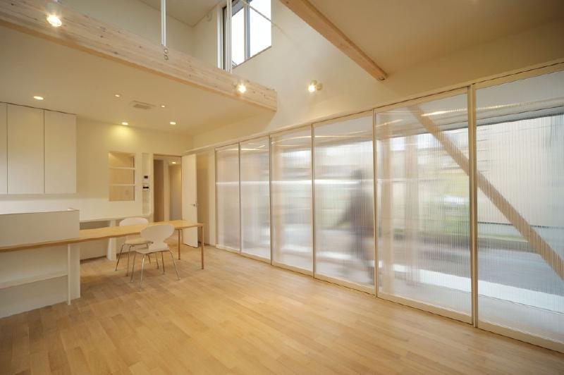 新田の家 (吹き抜けのあるLDK)