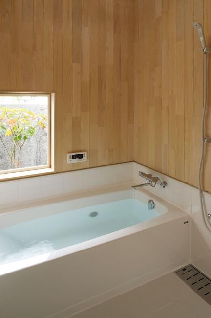 新田の家 (バスルーム)
