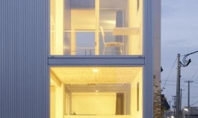 桂木の家 (開放感をもたらす大きな開口部)