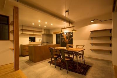 西山の住まい_土間床のある暮らし (ダイニングキッチン2)