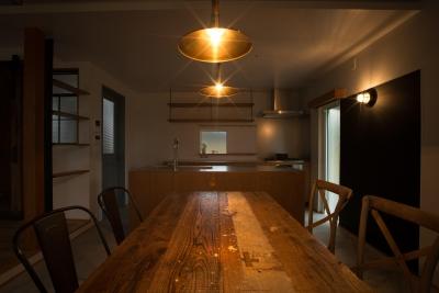 ダイニングキッチン3 (西山の住まい_土間床のある暮らし)