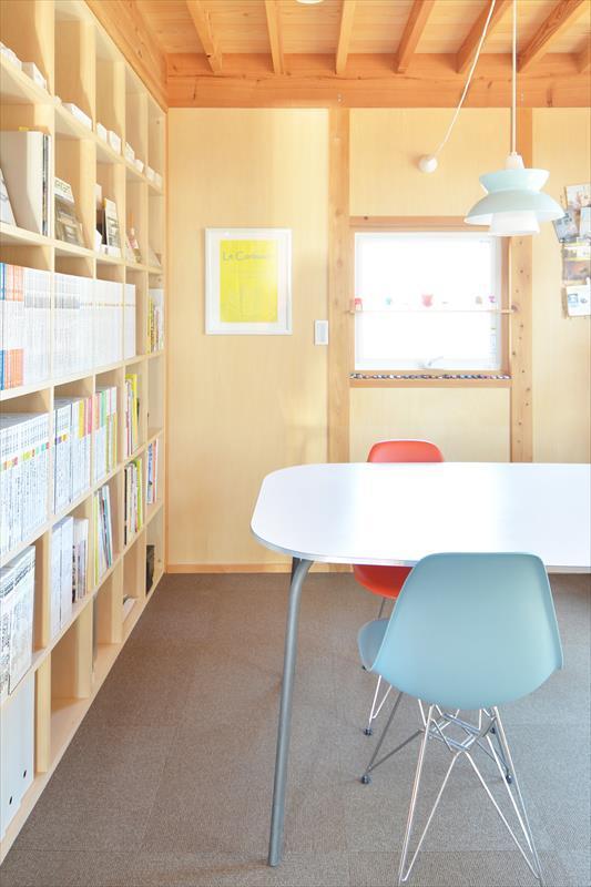 曲沢の家の部屋 ペンダントライトのある書斎