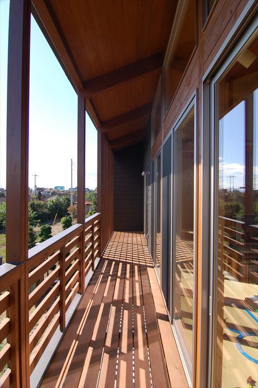 曲沢の家の部屋 木製ベランダ