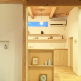 西小保方の家 (玄関ホール・飾り棚)