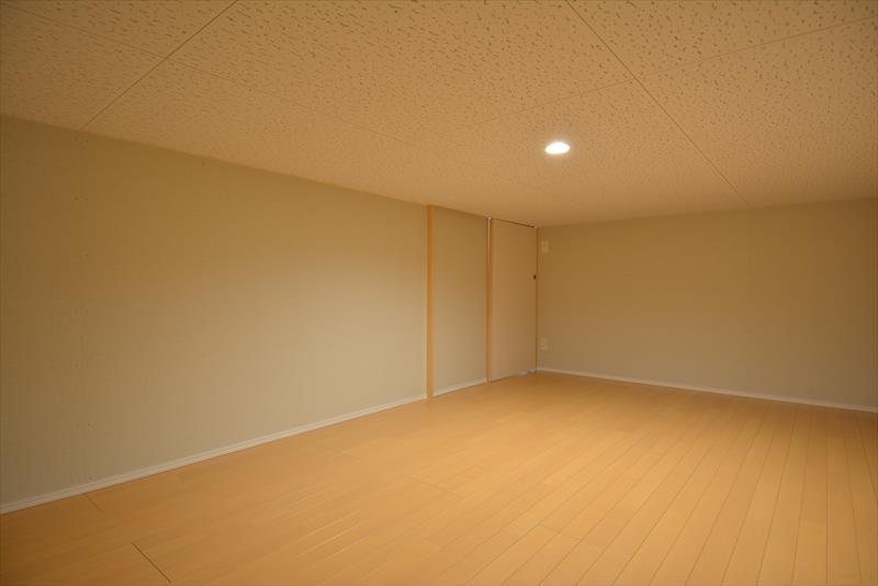 新井町の家の部屋 床下収納