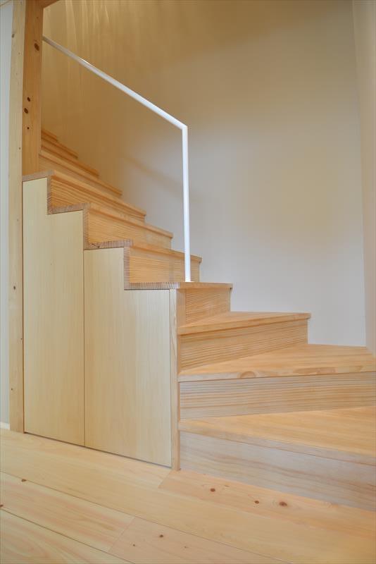 新井町の家の部屋 階段
