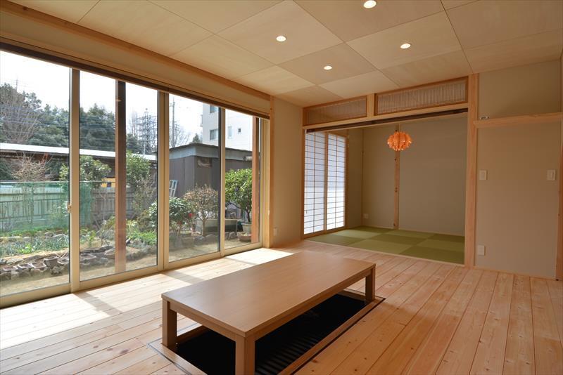 新井町の家の部屋 和室と掘り炬燵のある部屋