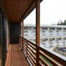 新井町の家の写真 木製ベランダ