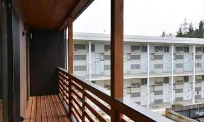 新井町の家 (木製ベランダ)