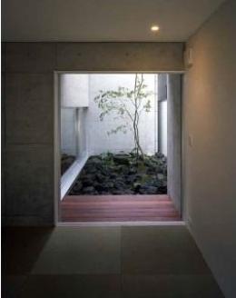 紫野の家 (中庭が見える空間)