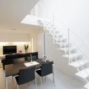 Mハウス 施工例1の写真 白いオープン型階段