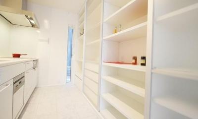 収納たっぷりのキッチン|Mハウス 施工例1