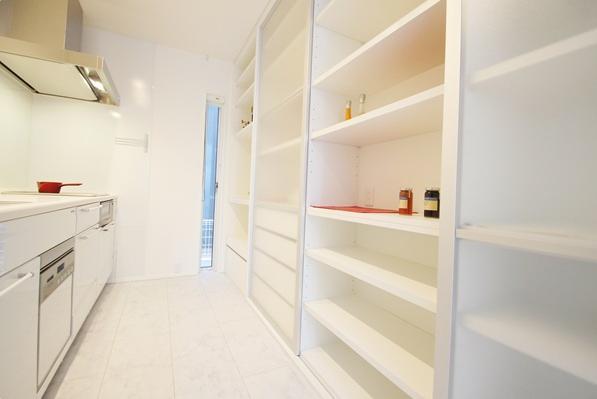 キッチン事例:収納たっぷりのキッチン(Mハウス 施工例1)