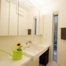 Mハウス 施工例1の写真 鏡収納もある洗面所