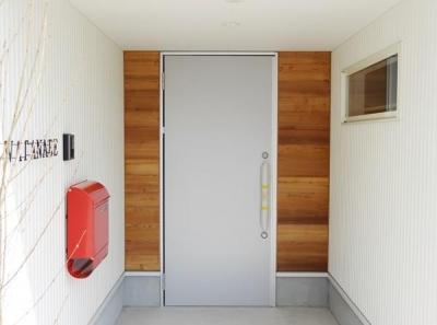 ツーロックタイプのおしゃれな玄関ドア (Mハウス 施工例2)