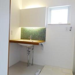 Mハウス 施工例2 (タイルが特徴的な洗面所)