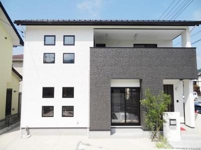 Mハウス 施工例3 (白と黒を基調とした外観)