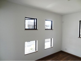 Mハウス 施工例3 (光が差し込む小窓)
