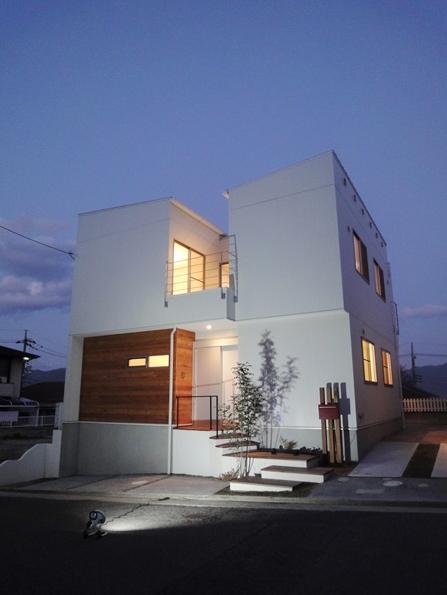 Mハウス 施工例4の部屋 アプローチ階段のある白い外観