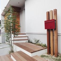Mハウス 施工例4 (ウッディなアプローチ階段)