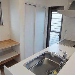 Mハウス 施工例4 (勝手口のあるキッチン)