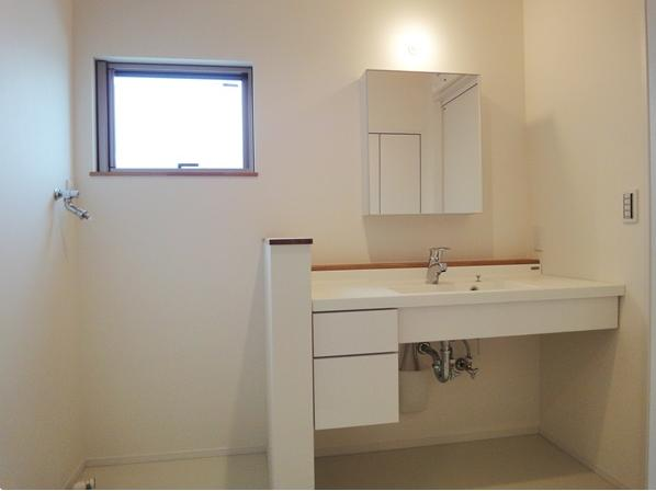 Mハウス 施工例4の部屋 明るい洗面所