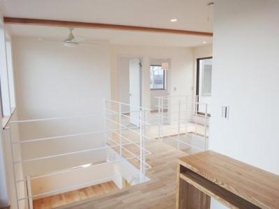Mハウス 施工例4 (シーリングファンのある2階廊下)