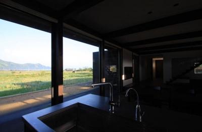 キッチンからの眺め (東雲の家)