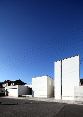 月栖の家の部屋 白いキューブ型の建物外観
