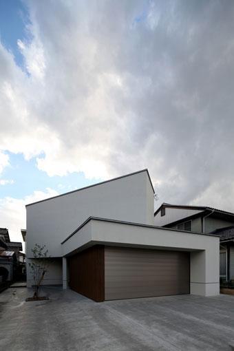 矢絣の家の写真 白い建物外観