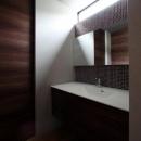 矢絣の家の写真 モザイクタイルを使用した洗面台
