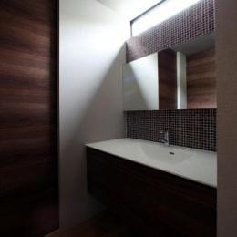 矢絣の家 (モザイクタイルを使用した洗面台)
