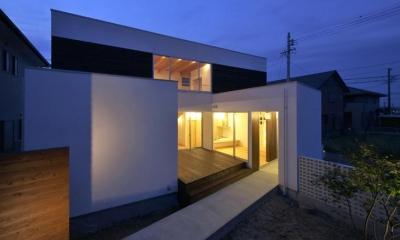 鈴鹿の家Ⅰ (ウッドデッキと中庭の空間)