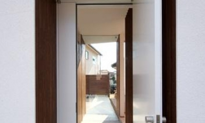 鈴鹿の家Ⅰ (玄関からのアプローチ)