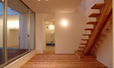 鈴鹿の家Ⅰ (こだわりの木製階段)