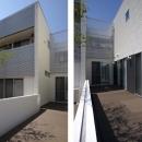 吹田の家の写真 2棟の間にある中庭