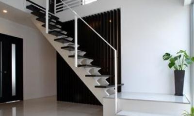 吹田の家 (モダンな階段と吹き抜け)