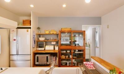 T邸・「自分のことは自分でできる子ども」を育てる工夫が満載 (キッチンカウンター越しのキッチン)