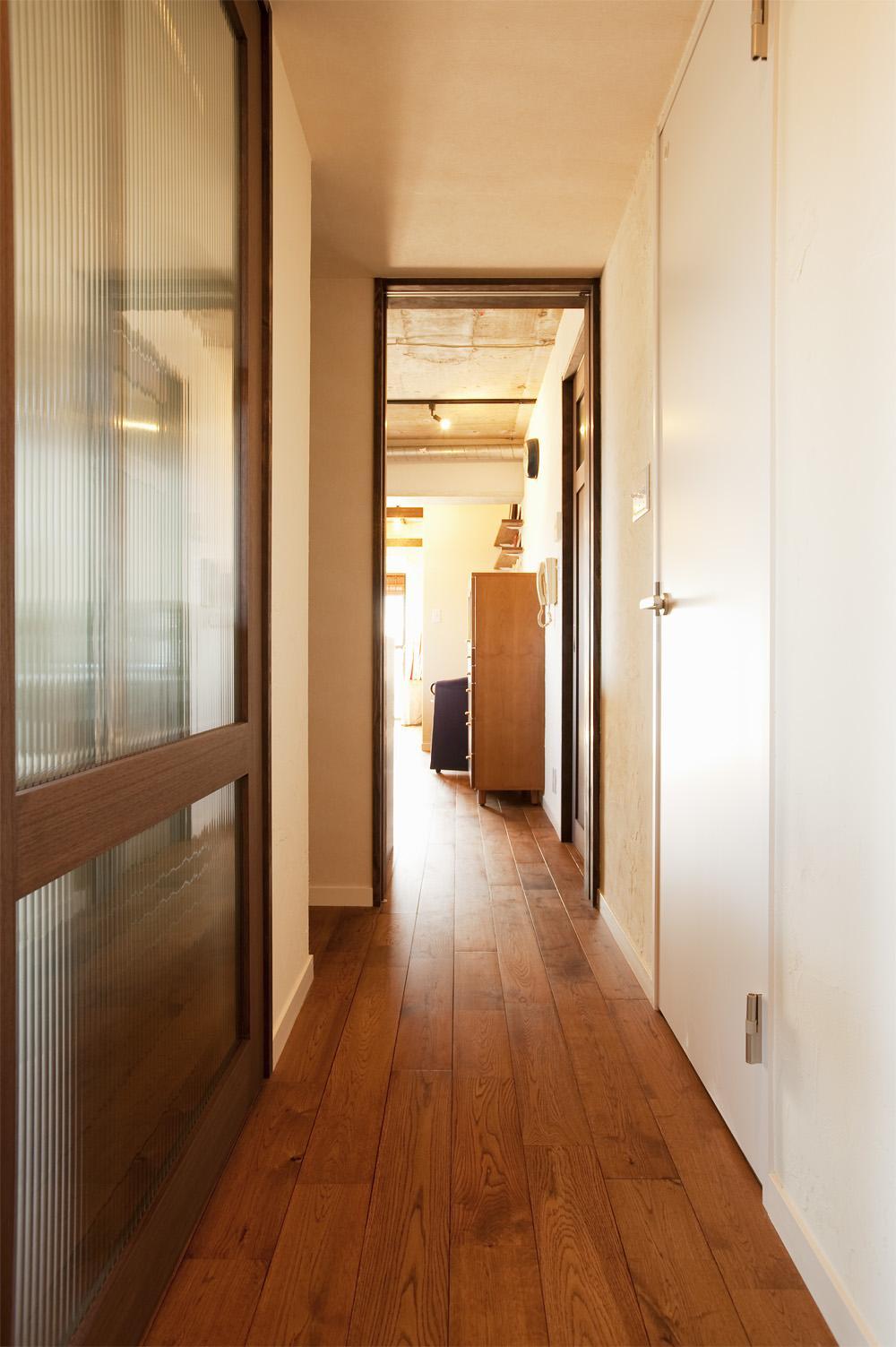 T邸・さわやかな風の吹き抜ける住まいの部屋 玄関廊下
