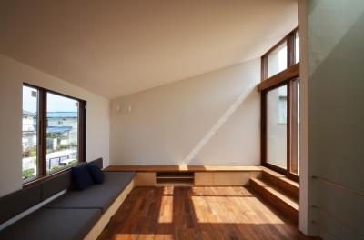 柿の木台M邸-天窓付き階段を中央に配する2階リビングの家- (デイベッド)