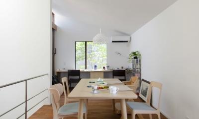 柿の木台M邸-天窓付き階段を中央に配する2階リビングの家- (ダイニング)